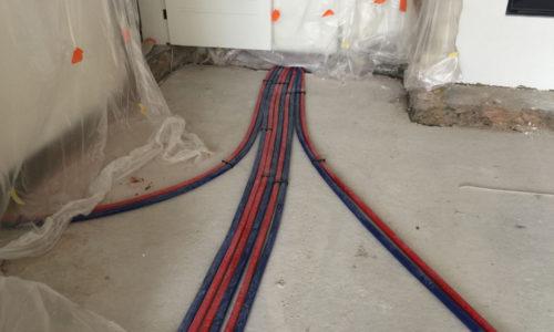 plaatsen van nieuwe leidingen voor radiators