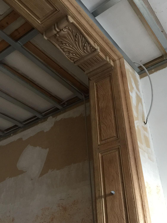 zandstralen van houten decoratielijsten en lambrisering